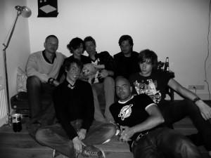 Voor de gelegenheid in stemmig zwart wit: voorste rij: StB, Leon Verdonschot, JV, achterste rij: JS, OK, JG, Bert Brussen